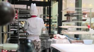粉を使っている飲食店のエアコンクリーニング